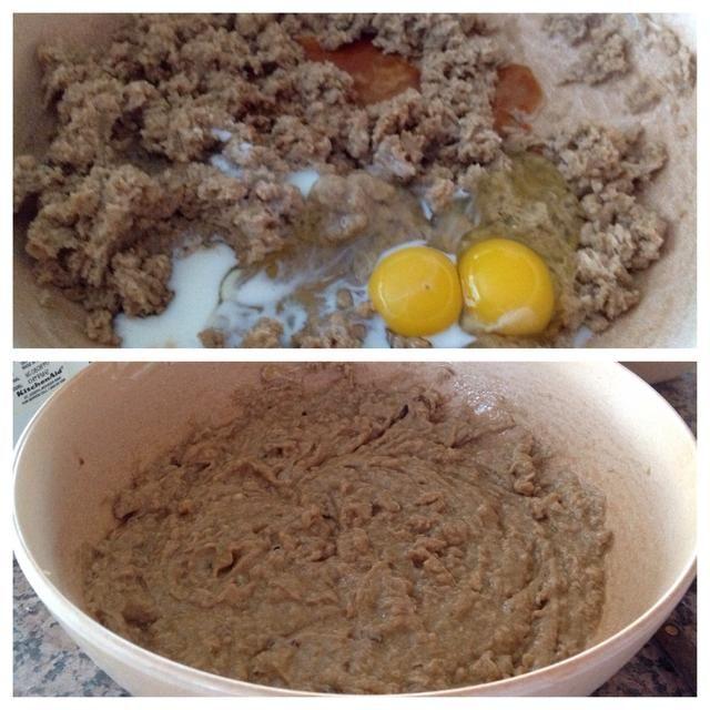 Batir los huevos, la leche y el extracto de vainilla