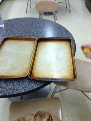 Preparar dos bandejas de horno, engrasar ellos.