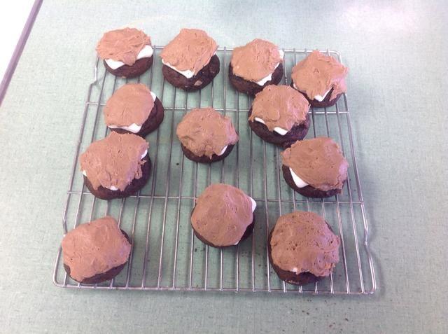 Una vez que las cookies se enfrían, usted puede añadir su glaseado en la parte superior