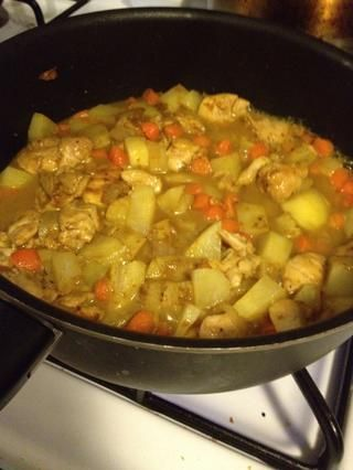 Calor lento a medio-bajo y cocine hasta que las papas se tornan blandos.