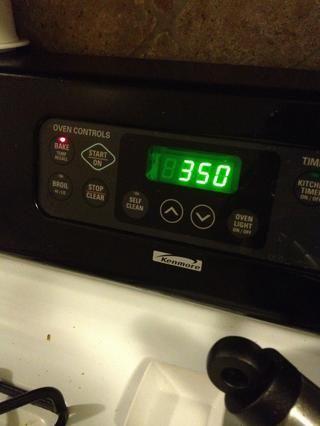 Precaliente el horno a 390F.