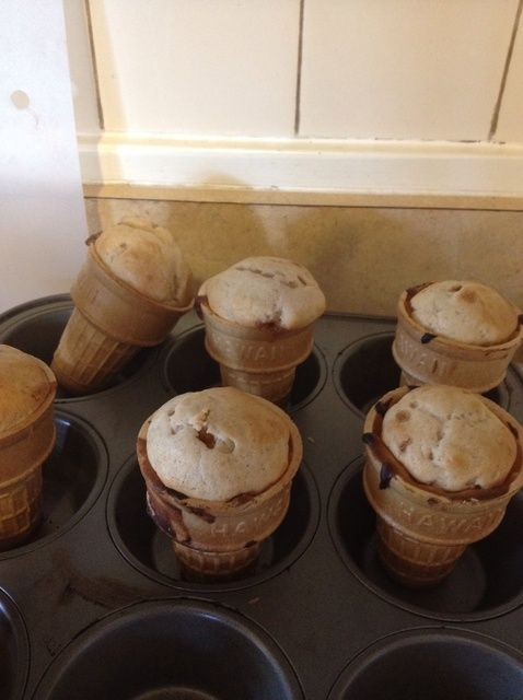 Cómo cocer al horno las magdalenas en una receta del cono de helado