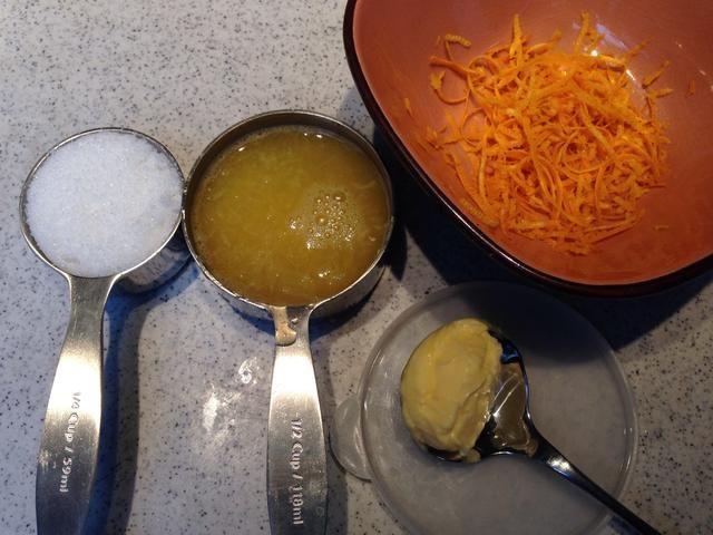 Preparación del esmalte de color naranja. Reúna sus ingredientes