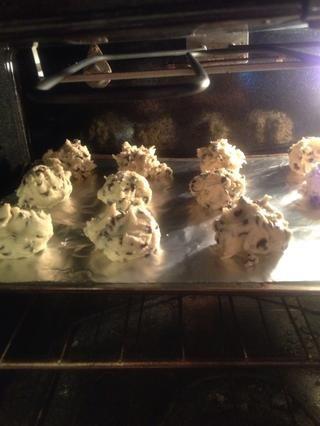 Coloque las galletas en el horno durante 10 a 12 minutos.