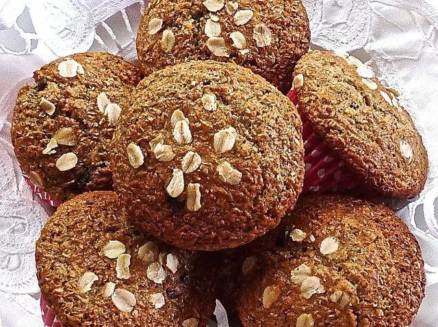 Cómo cocer al horno Muffins caluroso Bran Cranberry Receta