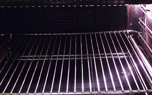 Cuando esté listo para hornear las magdalenas, primero precalentar el horno a 190 grados C (375 grados F). Coloque la parrilla en el centro del horno.
