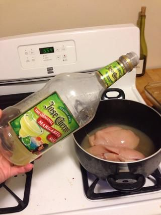 Añadir 2 oz de mezcla de margarita a la mezcla.