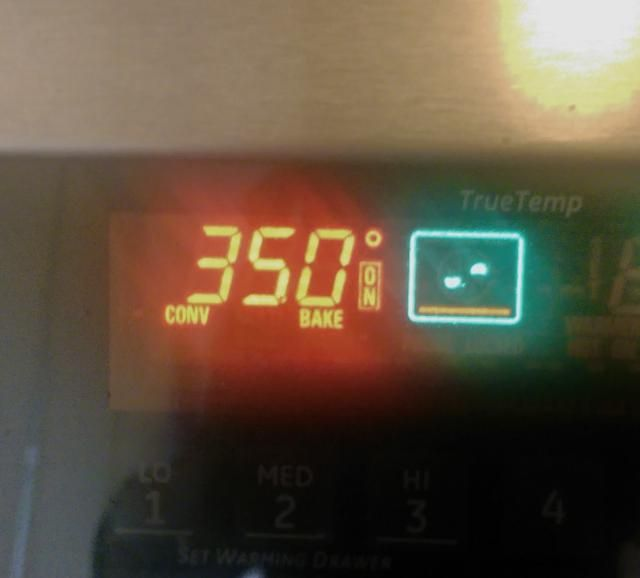 Precaliente el horno: Una vez que've got your leaves washed and dried, set your oven to 350F / 175C.