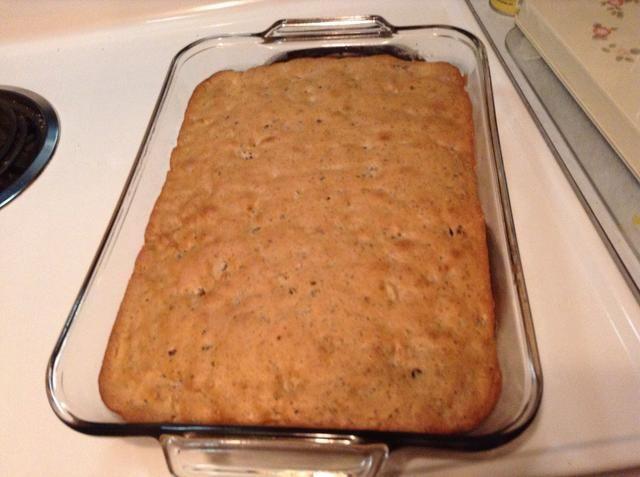 Después de la torta se realiza la cocción, deje reposar hasta enfriar a continuación, puede empezar a poner el glaseado sobre.
