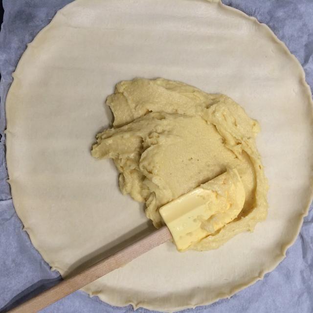 Extender la pasta de almendras