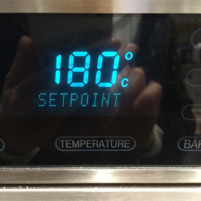 Ponga en el horno a 180 grados centígrados