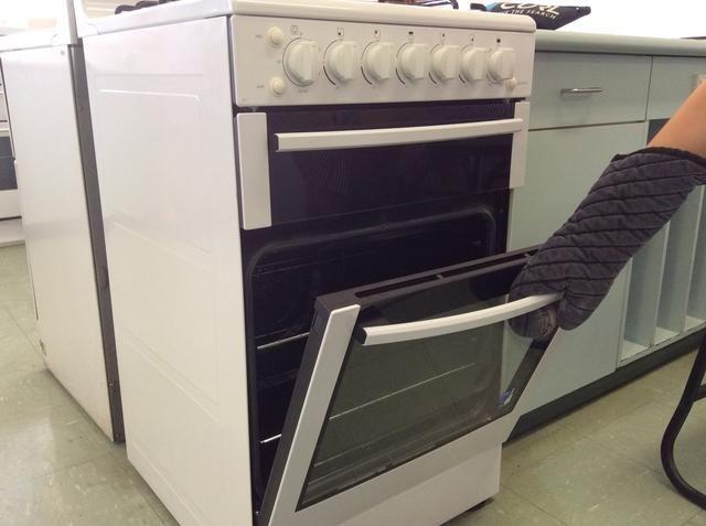 Utilice guantes para horno al abrir y cerrar el horno