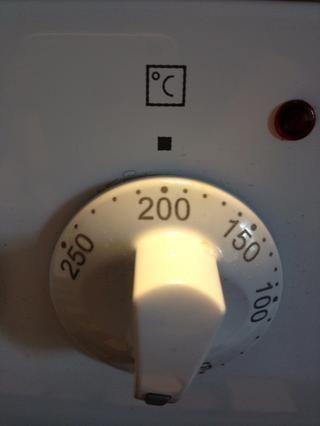 Caliente el horno a 200 C / 390 F.