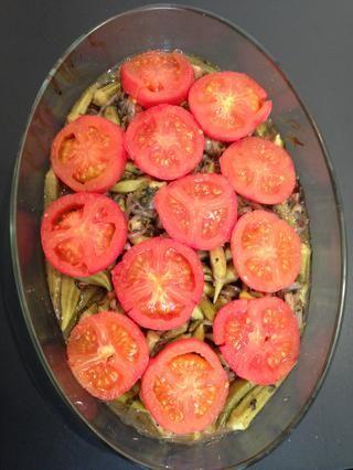 Cocer en el horno precalentado 180 C 30 minutos. Destapar y dejar actuar durante 15 minutos más para secar los tomates