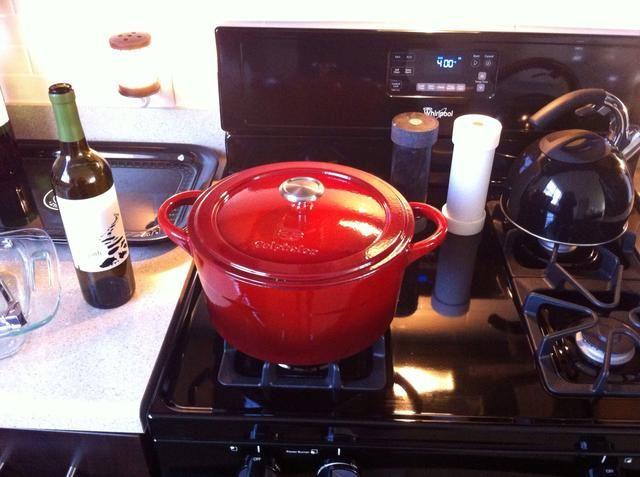 Su horno debe ser precalentado a 400 grados. Pop la parte superior de la olla antes de colocar en el horno.