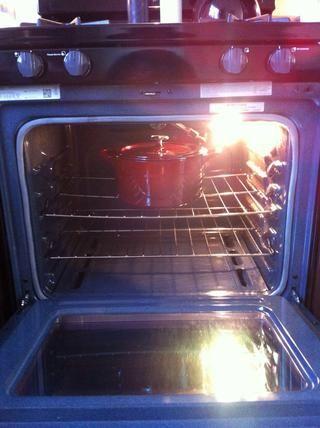Esto le cocine por 4 - 5 horas a 400 grados. Compruebe después de 2 horas y luego una vez cada hora después de eso para monitorear el progreso. usted'll know it's done when most of the liquid has evaporated/cooked off.