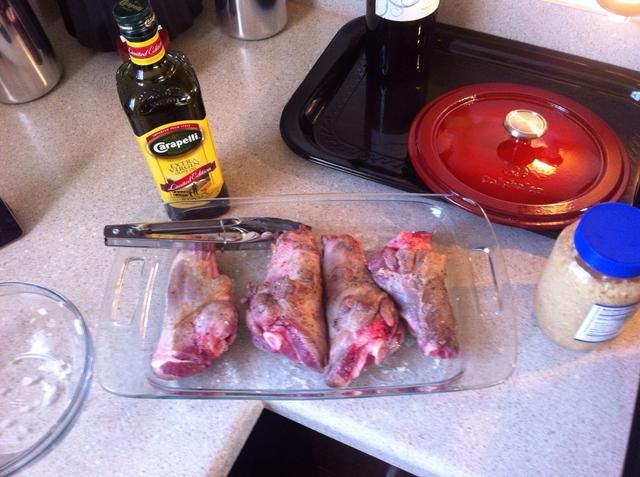 Retire vástagos chamuscados y colocarlos a un lado mientras que preparar la base de la cocina.
