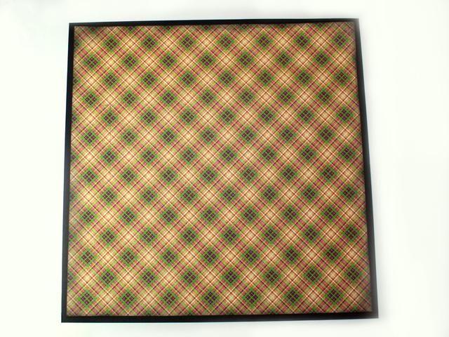 Centro y se adhieren los 11.5 x 11.5 Rarezas raras cuadrados a la cartulina negro.