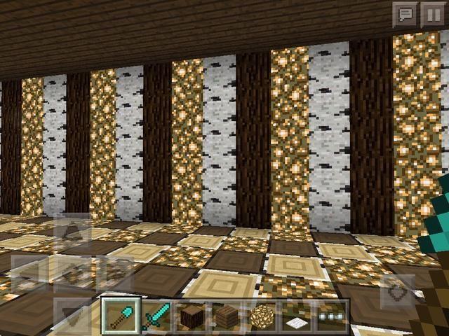 Detrás de los mostradores ponen un muro de dos bloques de una forma desde el fondo de la tienda.