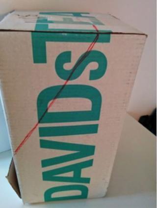 Dibuja un triángulo a partir de 19cm desde la base de la caja y de 9 cm a un lado de la parte superior. Repita en ambos lados.