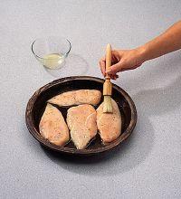 Lave cualquier cosa que entre en contacto con el pollo crudo.