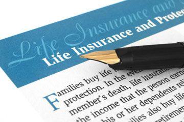 póliza de seguro de vida y la pluma