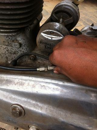 Ahora desenroscar el ajustador de longitud para obtener la longitud máxima del cable