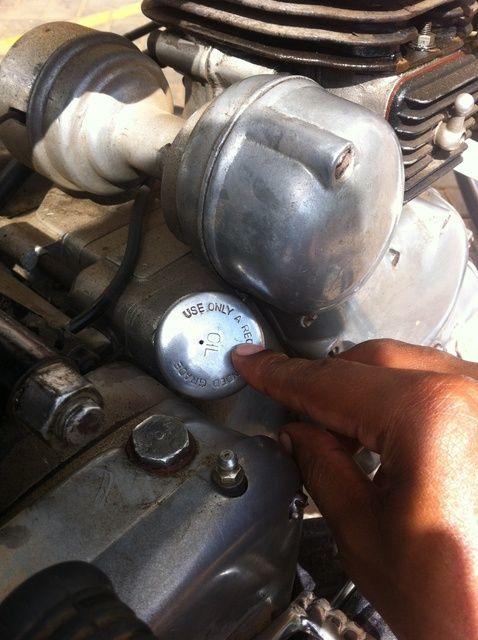 Fotografía - Cómo cambiar el aceite del motor en su Royal Enfield Std 350