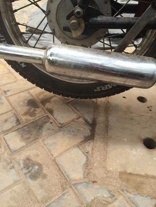 La rueda trasera debe ser levantado del suelo con un espacio considerable para que la rueda gire libremente