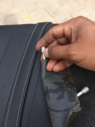 Realice este paso con mucha suavidad. Nota Este paso es limpiar las sales endurecidos sobre el pasador y no para eliminar el metal de las clavijas. Después de la limpieza, frote la superficie con grasa.
