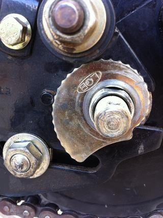 Durante la instalación cuidar para contar el número de muescas en el rétracter rueda.