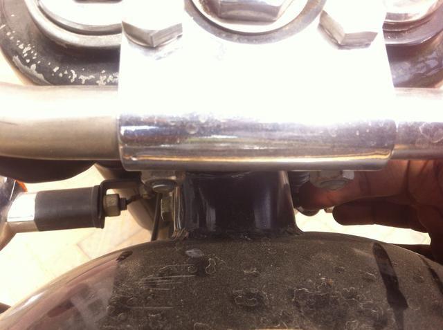Alineación del tanque para que el perno se puede empujar fácilmente sin dañar las roscas.