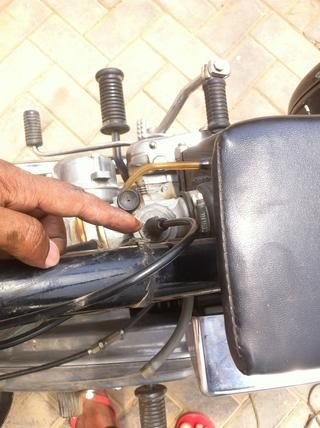 Inspeccionar el cable y el tapón de goma en forma de cono del tapón de cable.