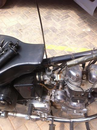 El cable liberado ahora se celebrará únicamente en la cabecera del carburador.