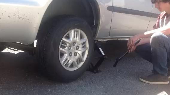 Es hora de bajar el coche y apretar las tuercas del estirón-!