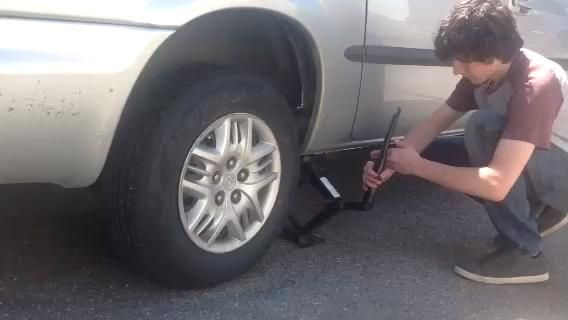 Baje el vehículo al suelo.