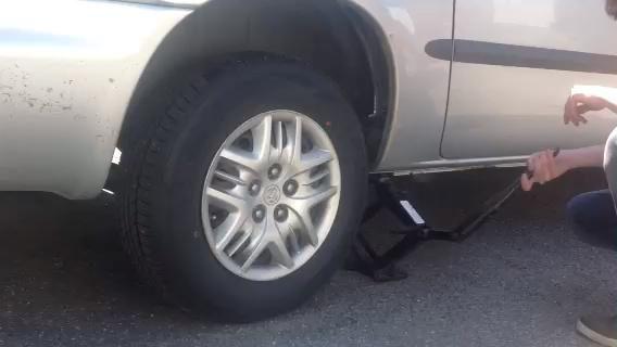 Continuar para elevar su vehículo.