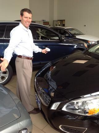 Coloque la varilla de medición de nuevo en coche y cerca del capó. ¡Disfrutar! Vuelve para obtener más consejos útiles de Paul's Volvo in Hawthorne NJ.