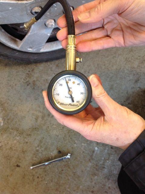 Fotografía - Cómo comprobar su presión de los neumáticos