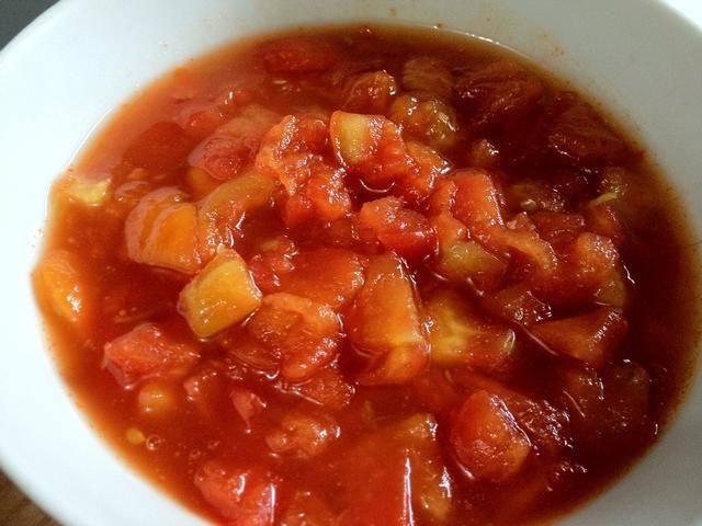 Nuestro tomate y limón compota está listo. Ahora el tiempo de montaje ...