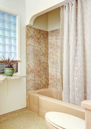 Cómo limpiar una cortina de ducha - Cuarto de baño de la esquina