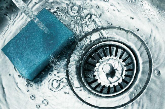 Cómo limpiar un fregadero de acero inoxidable - Esponja It Down