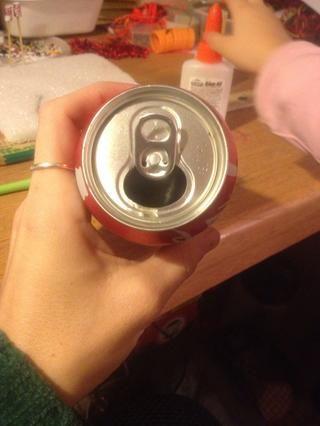 La lengüeta en una lata vacía.
