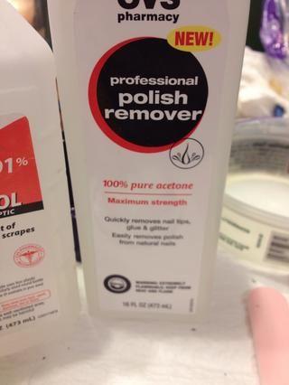 Utilice 100% de acetona. No sólo de uñas normales removedor de esmalte.