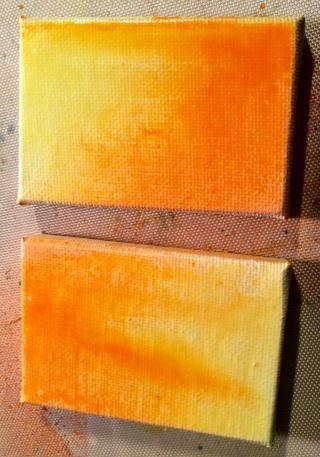 Con el Glorioso y jugoso, rocíe sus mini lienzos. Dejo que los colores piscina juntos y gotean un poco después se secó con una pistola de calor. Entonces me estampé mis palabras sobre el papel y los adheridos a los lienzos.