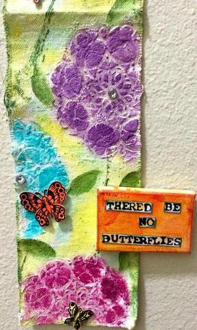 Usted puede comprobar fuera de mi Snapguide en el Marco alterado Prima para ver cómo he creado las mariposas. También puede utilizar impresa mariposas o cualquier cosa que te gusta. Pegué los lienzos con pegamento caliente