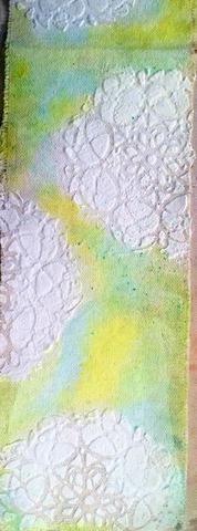Uso mi dedo, me froté Tink, Pixie y una pequeña cantidad de la tarta del limón en el lienzo en el que no stencil. Seguí la adición de color hasta que me quedé muy contenta con el resultado. Sus dedos hacen grandes herramientas