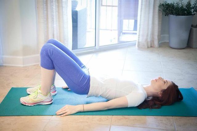 PUENTE DIPS Parte II: asegúrese de mantener toda la tensión de la espalda baja. Esto es más fácil mediante la reducción lentamente el otro vertebrado a la vez.