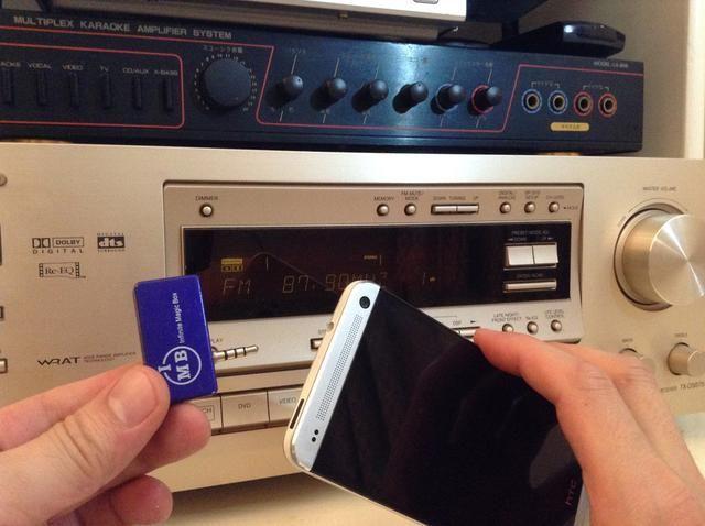 Conecte el transmisor de música en el teléfono Android, en este caso, se trata de un HTC uno M8