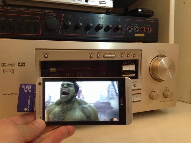 ¡Eso es! Ya está listo para ver películas o jugar al juego con el sonido impresionante de su sistema estéreo de edad.